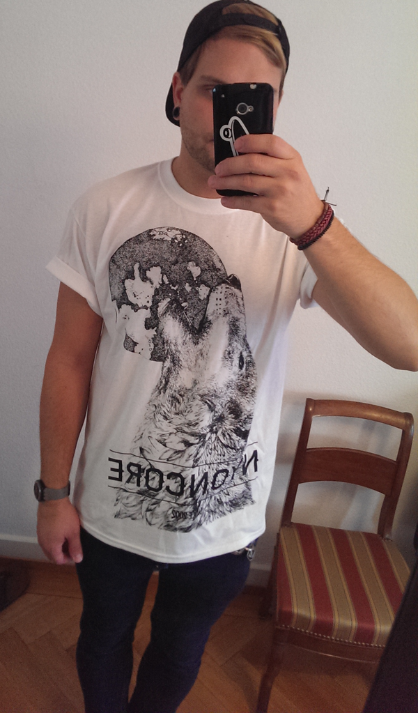 t-shirt-nyoncore-wolf-blanc-model-sexy