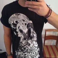 t-shirt-nyoncore-wolf-noir-model-sexy